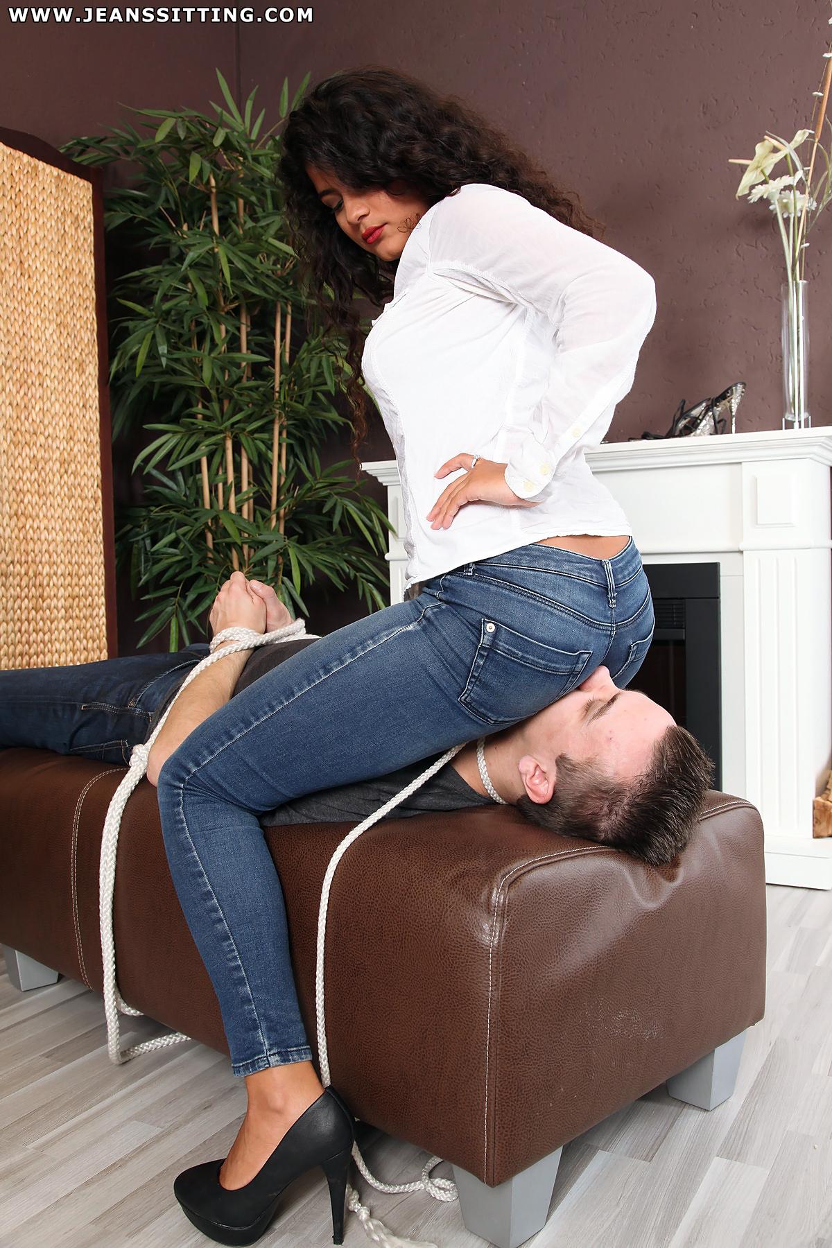 Facesitting Jeans